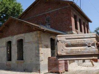 Tarihi garın çatısından Fransız kiremitleri çıktı