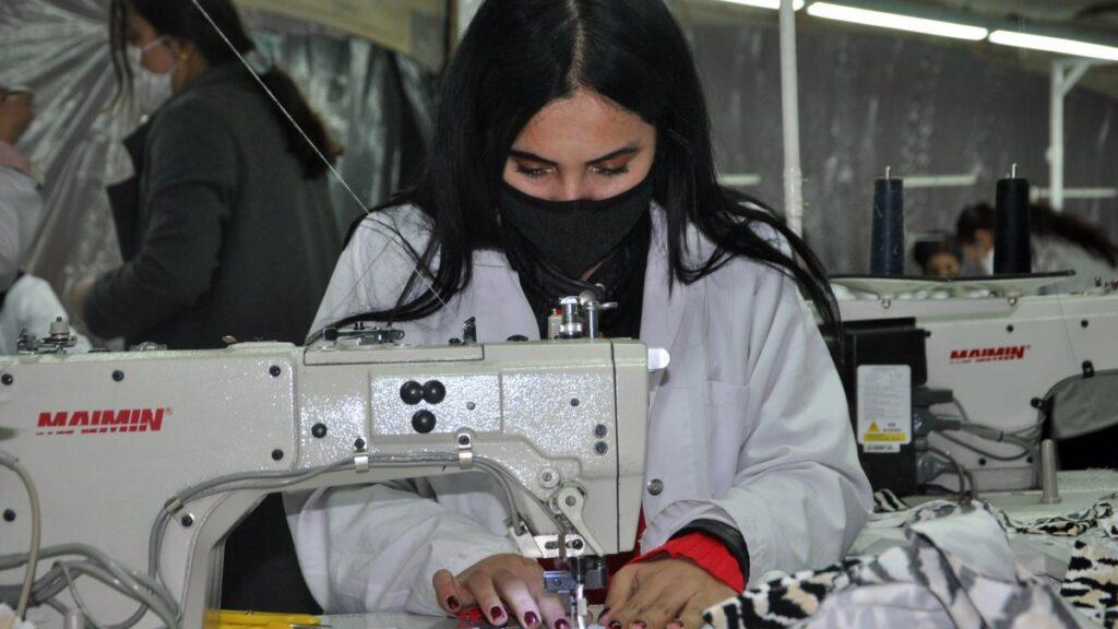 Yüksekova'da tekstil kadınlara emanet